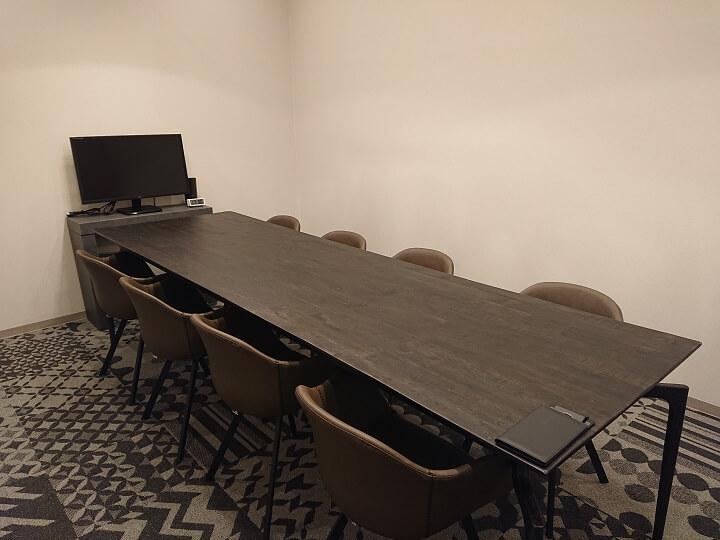 行政書士法人シグマ都庁前オフィス応接室