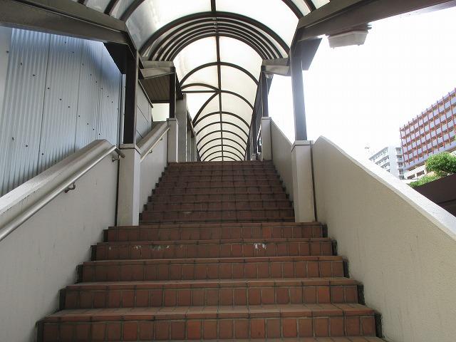 東京運輸支局入口階段