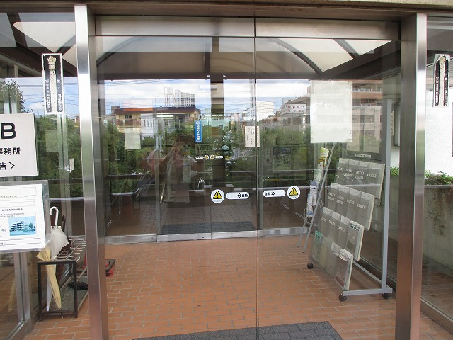 東京運輸支局建物入口