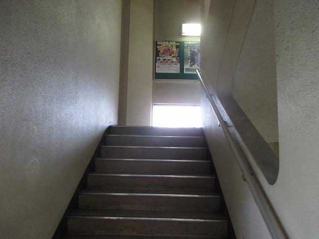 東京運輸支局輸送部門への階段