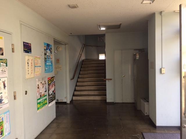 神奈川運輸支局写真:階段上って