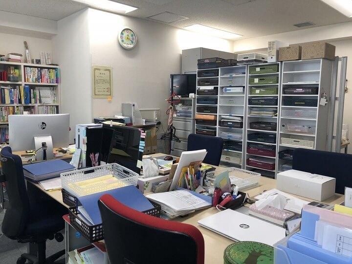 兵庫県運送業専門行政書士畠田孝子先生の事務所内観